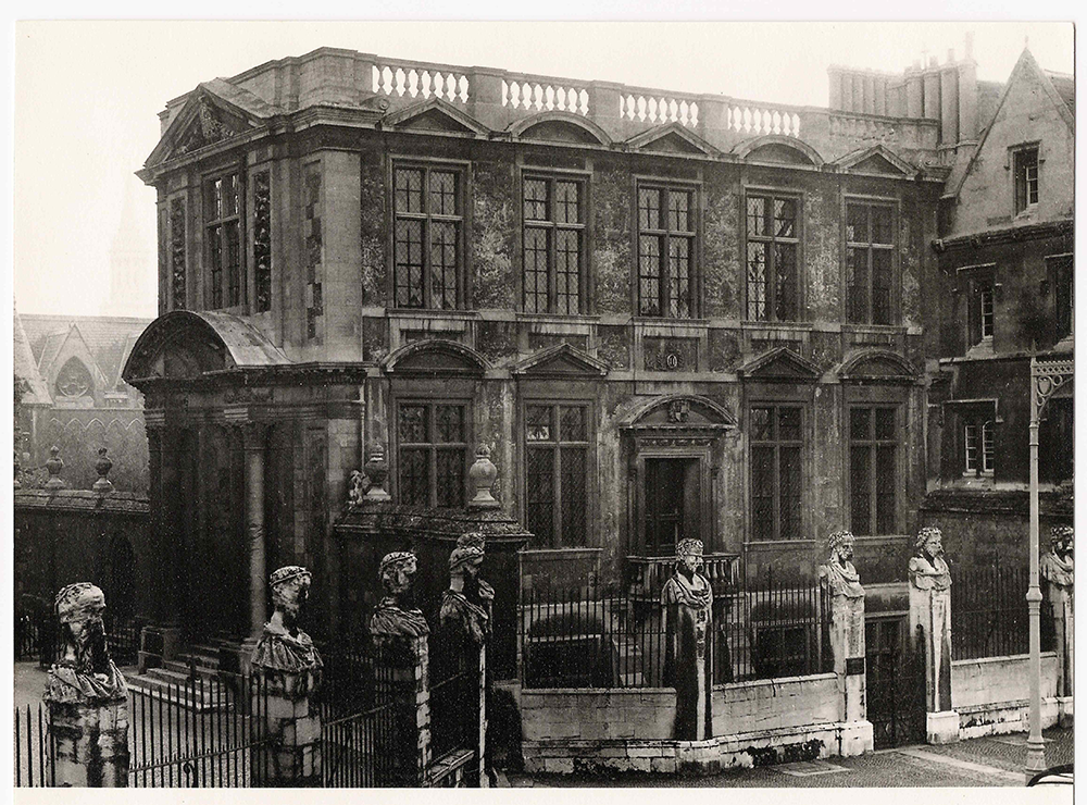the front of the Museum in 1956, taken from across the street. The stone work is very dark from age. The front door of the museum does not have steps leading to Broad Street, instead there is a balcony.