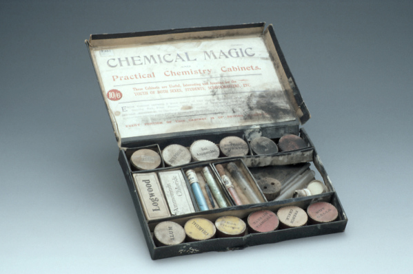 """Chemical Magic"" Chemistry Set, London, c. 1920 (Inv. 92768)"