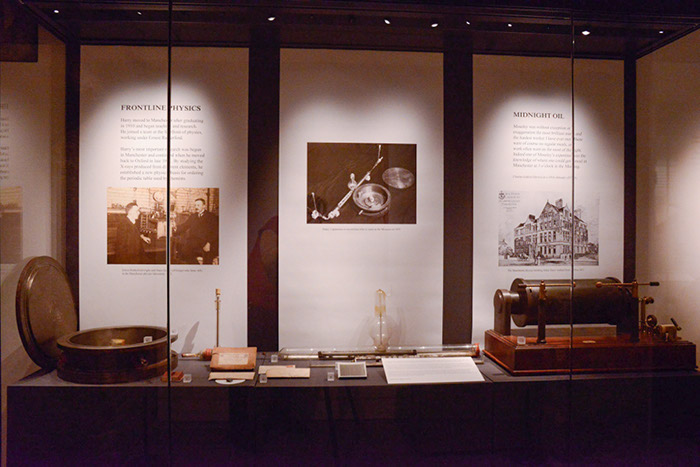 A central display showing Moseley's scientific apparatus
